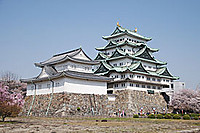 275pxnagoya_castle_tower_in_spring